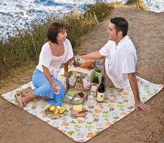 Picnic Baskets and Picnic Basket Totes