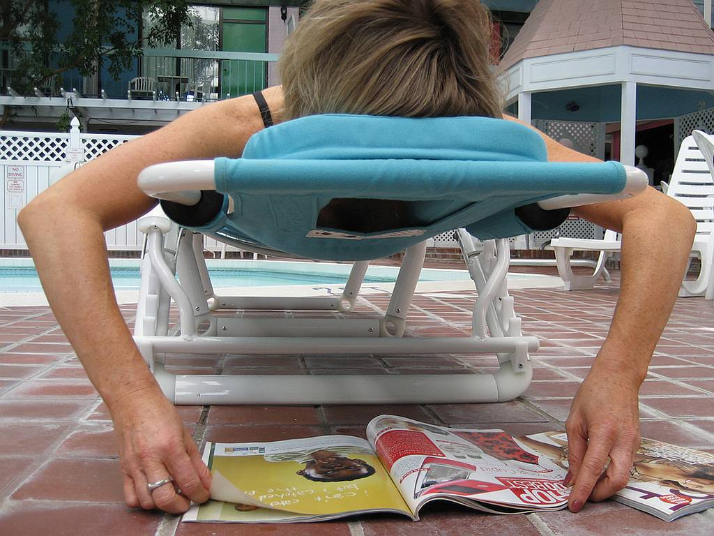 Ergonomic Chair Takes Pain Out Of Poolside Lounging