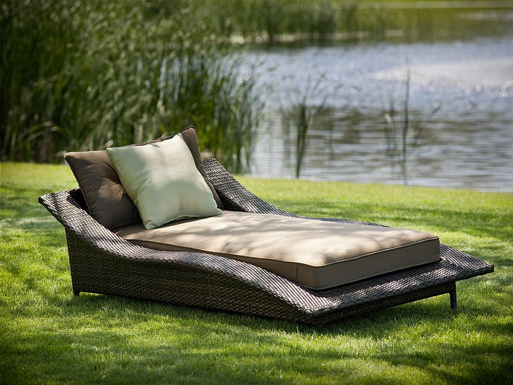 Calle All Weather Resin Wicker Chaise Lounge 110
