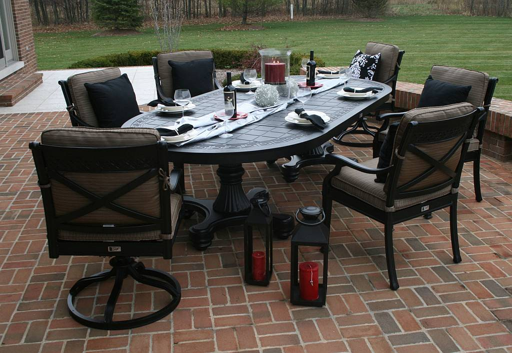 Moncler 6 Person Dining Set - OAL5112