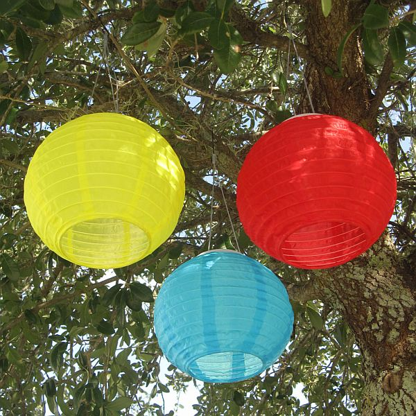 Solar Powered Chinese Lanterns Make Creative Lighting Year Round   Outdoor  Patio Ideas