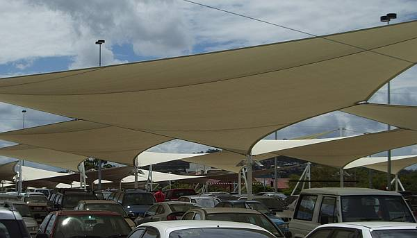 Sails over auto dealership